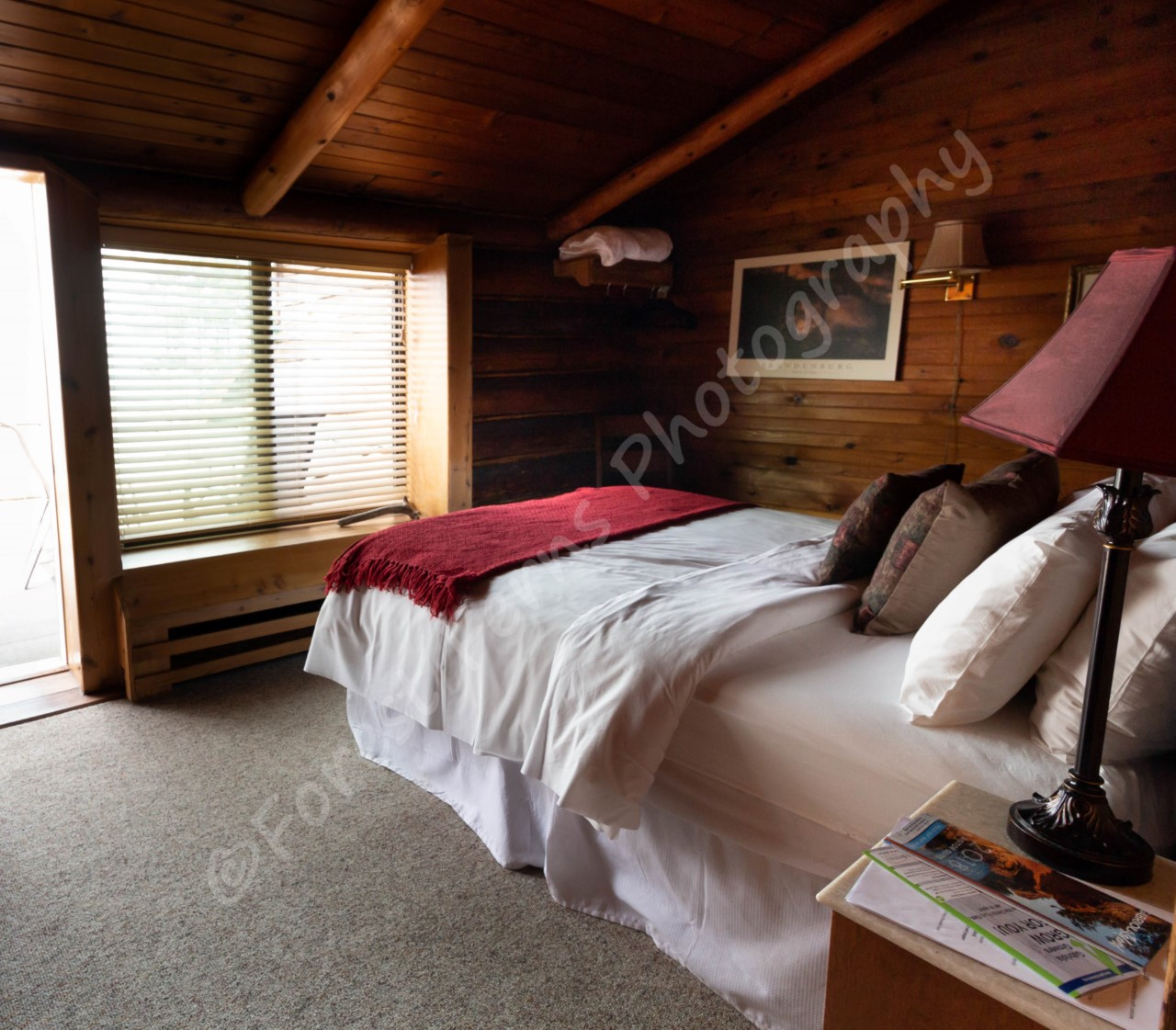 surf-lodge-1-queen-room-4-002