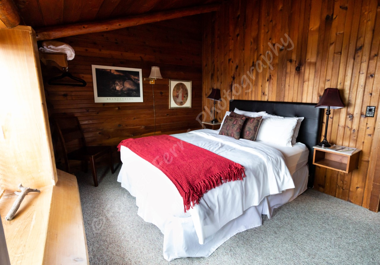surf-lodge-1-queen-room-4-003